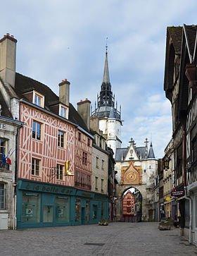 Auxerre dans l'Yonne dans Yonne auxerre_tour_de_lhorloge_dsc_0021