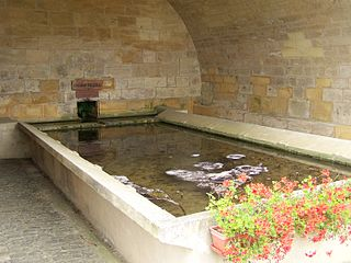 Lavoir (bassin public) dans LAVOIRS DE FRANCE chenieres_lavoir_1