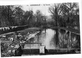 Au lavoir d'Andouillet dans LAVOIRS DE FRANCE andouillet