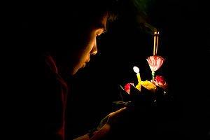 La petite fille aux allumettes dans LEGENDES-SUPERSTITIONS bougie
