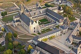 Lieu monastique de Fontevraud  dans CHATEAUX DE FRANCE 280px-fontevraud3