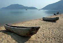 Lac de Cazaux et de Sanguinet dans LACS DE FRANCE 220px-monoxylon_beach_lake_malawi_1557