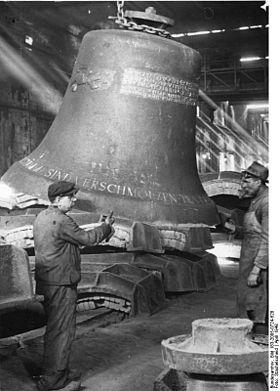 Les fondeurs de cloches dans CLOCHES de FRANCE bundesarchiv_bild_183-2005-0724-528_bochum_glockengiesserei