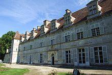 Le château de Lux dans CHATEAUX DE FRANCE 220px-chateau_de_lux_-_04