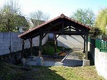 L'insertion a permis la réfection du lavoir dans LAVOIRS DE FRANCE 220px-villepinte_-_le_lavoir