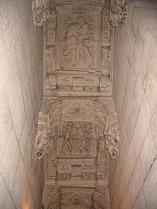 Château François Ier à Villers-Cotterêts dans CHATEAUX DE FRANCE 220px-villers-cotterets_-_chateau_francois_ier_-_staircase_-_4
