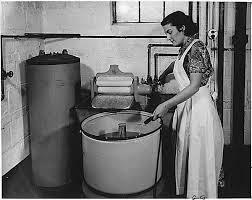 Les premières machines  à laver le linge dans AUX SIECLES DERNIERS telechargement1