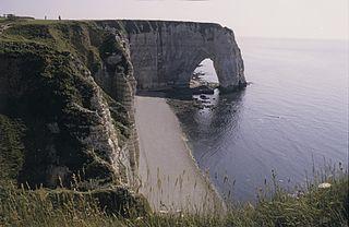 Les falaises d'Étretat au détour de Bretagne dans Bretagne etretat1982manneporte
