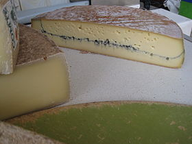 280px-Morbier_(fromage)_002