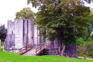 1024px-Chapelle_castrale_Vaucouleurs_ruines