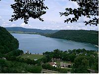 200px-Lac_de_Chalain_-_Fontenu_(Jura)