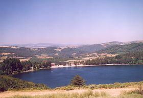 280px-France_Ardeche_Lac_d_Issarles_01
