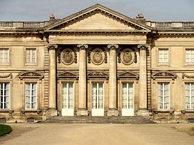 Compiègne_(60),_palais,_façade_sud-est_sur_le_parc_6