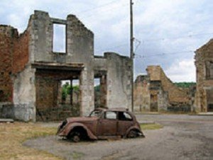 220px-Car_in_Oradour-sur-Glane4