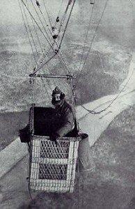 Aerial_observer_in_balloon_gondola,_1918
